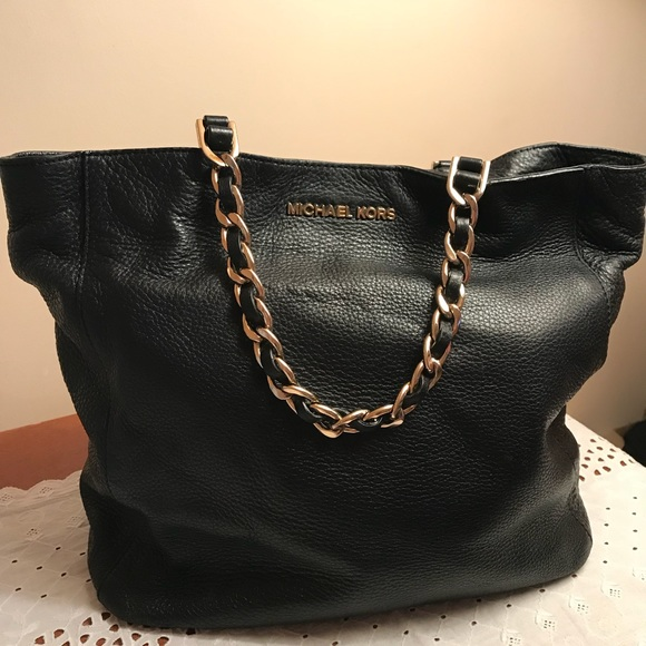 48a9f0fc6347 Michael Kors Black Leather Purse Number 1974222. M_5b992947aa57196b3078432b